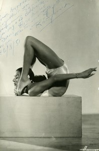 France Circus Contorsionist Radjinat Autograph Old Photo Harcourt 1951