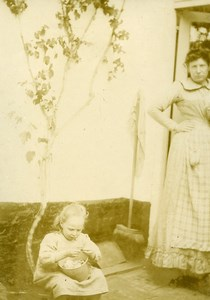 Daily Life in France Mother Little Girl playing Old Amateur Photo 1900