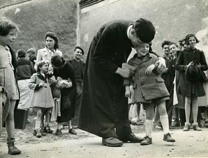 France Brugheas Priest Paris Children Refugees Old Photo Trampus October 1940?