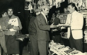 Argentina Buenos Aires Pedro Manfredini at Newsagent Newsstand Old Photo 1959