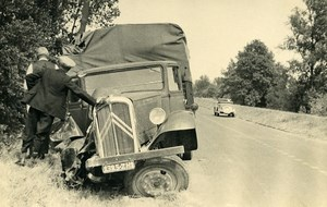 France Memories of a Tow Truck Citroen Van Accident Old Photo 1935