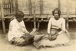 Madagascar Femmes de Ste Marie tressant des nattes Ancienne Photo Herschell-Chauvin 1910'