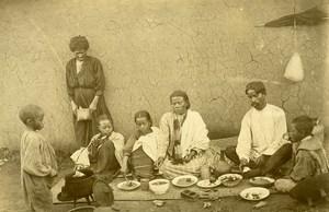 Madagascar le repas de famille Ancienne Photo Ramahandry 1910'