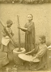 Madagascar Enfants pilant le riz Ancienne Photo Ramahandry 1910'