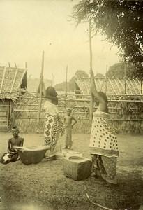 Madagascar Femmes pilant le riz Ancienne Photo Ramahandry 1910'