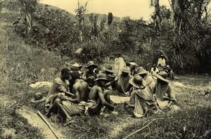 Madagascar Repas d'un groupe de Bourjanes Ancienne Photo Ramahandry 1910'