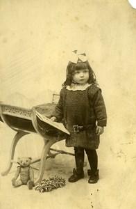 France Croix Fillette et son Ours en Peluche Jouet Jeu d'Enfants Ancienne Photo 1920