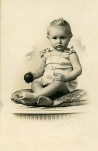France Bebe assis et Jouet Balle Jeu d'Enfants Ancienne Photo 1920