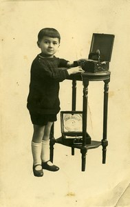 France Garconnet et Phonographe Javo Disque Jeu d'Enfants Ancienne Photo 1920