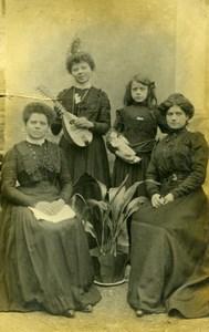 France Famille Groupe Poupée et Mandoline? Jeu d'Enfants Ancienne Photo Amateur 1920