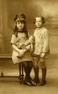 France 2 Fillettes et 1 Poupée Jeu d'Enfants Ancienne Photo 1920