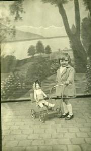 France Fillette et Poupée dans Poussette Jeu d'Enfants Ancienne Photo 1920