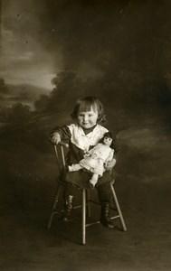 France Fillette assise et sa Poupée Jeu d'Enfants Ancienne Photo 1920