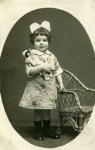 France Fillette et Poupée Chaise en Osier Jeu d'Enfants Ancienne Photo 1920