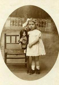 France Fillette et Poupée Jeu d'Enfants Chaise Ancienne Photo 1920