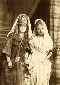 Région Lilloise ou Moyen Orient? Femmes en Costume Oriental Ancienne Photo 1900