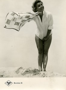 Publicity for Agfa paper Brovira 21 Smiling Woman at the Beach old Photo 1960