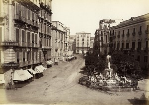 Italie Naples Napoli Fontaine Medina Hotel Ancienne Photo Giorgio Sommer 1870