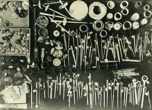 Italy Napoli Museum Pompeii Hairdressing objects for hairstyling old Photo 1930