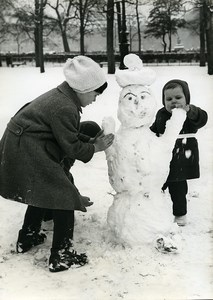 France Paris Tuileries Garden first snow Snowman old Photo 1962
