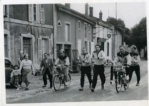 Course Strasbourg Paris à la marche Henri Caron et ses entraineurs Ancienne Photo 1955