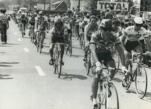 Photo 6e Etape du Tour de France 1985 passage à Doullens Cyclisme