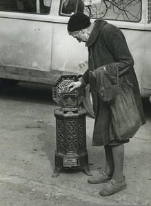 France Etude Photographique Vieille Dame & Poele en Fonte Ancienne Photo Deplechin 1970