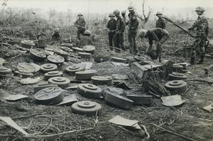 Laos South Vietnamese soldiers Demining Mine Fields Old Photo 1971