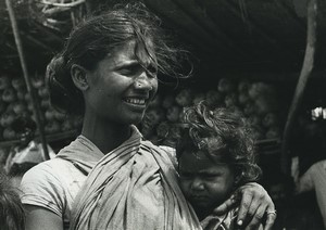 India Mother and Child portrait Old Photo Defossez 1970's