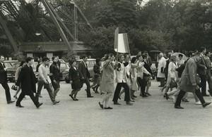 Paris pro De Gaulle Demonstration Eiffel Tower Old photo Huet 1968, june 4