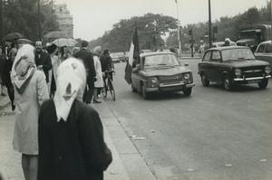 Paris pro De Gaulle Demonstration Renault 8 Old photo Huet 1968, june 4