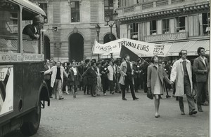 Paris Student demonstration support of Flins factories Renault photo Huet 1968