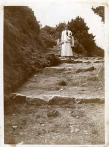 North Yorkshire Scarborough Lady Nature Walk Holidays old Amateur Photo 1900