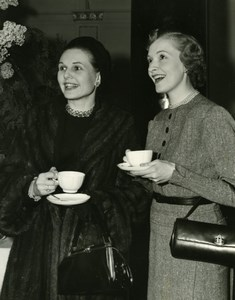 Actress Sheila Sim & Susanna Foster Dorchester Hotel London Old Press Photo 1953