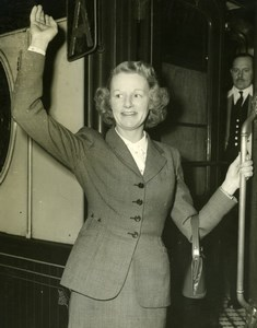 Writer Monica Dickens at Waterloo Station London Old Press Photo 1951