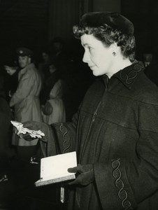 Actress Peggy Ashcroft receiving OBE CBE Old Press Photo 1951