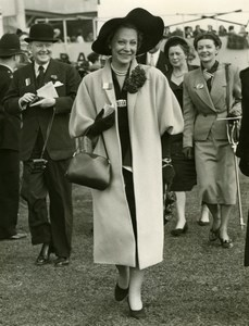 Suzy Volterra Epsom Derby Day Horse Racing Fashion Old Press Photo 1951