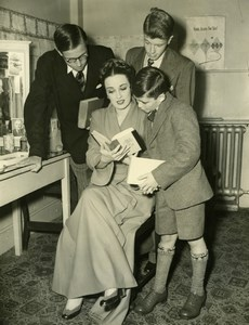 Actress Patricia Morrison Schoolboy Essay Winners London Coliseum Old Photo 1951