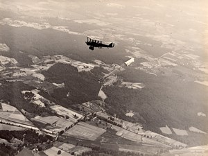 USA Military Aviation US Navy Biplane in Flight Parachute Jump Old Photo 1920's