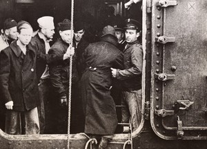 USA Rescuing Crew of Destroyer USS Kearny Torpedoed Old Photo 1941