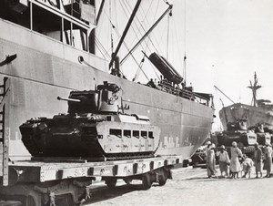 Egypt? British Tanks arriving to protect Suez Canal WWII WW2 Old Photo 1941