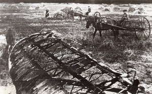 Russia Soviet Farm Workers German Aircraft Wreckage WWII WW2 Old Photo 1941