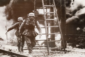 Russia German Soldiers Advancing on Russian Town WWII WW2 Old Photo 1941