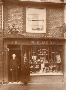 Isle of Wight Cowes Royal Barber & Daughter WE Moon Barber shop Old Photo 1920's
