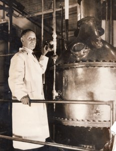 USA New York Dr George Young Copper Vacuum Still Adrenalin Old Photo 1930