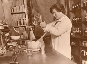 Youngest Girl Chemist in Great Britain Helena Stewart Old Photo 1930