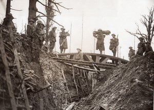 WWI Western Front British Troops Boche Trench Bridge Old Photo 1914-1918