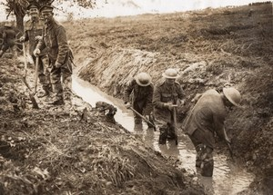 France WWI Western Front Soldiers digging drains New Road Old Photo 1914-1918