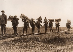 France WWI Western Front Soldiers carrying Duckboards Old Photo 1914-1918