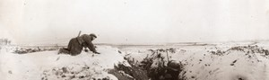 France WWI Western Front Wounded Soldier crawling to Trench Old Photo 1914-1918